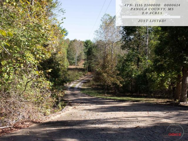 Lot <b>Size:</b> 2 Land style home in Batesville