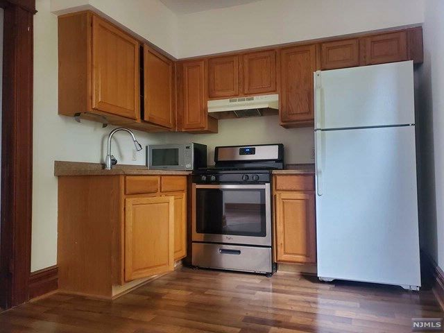 2 BR,  2.00 BTH 2 family style home in Caldwell