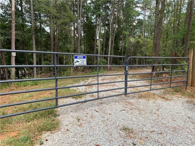 Lot <b>Size:</b> 1.86 Land style home in Powder Springs