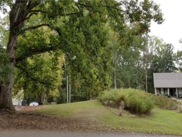 Lot <b>Size:</b> 1.3 Land style home in Gainesville