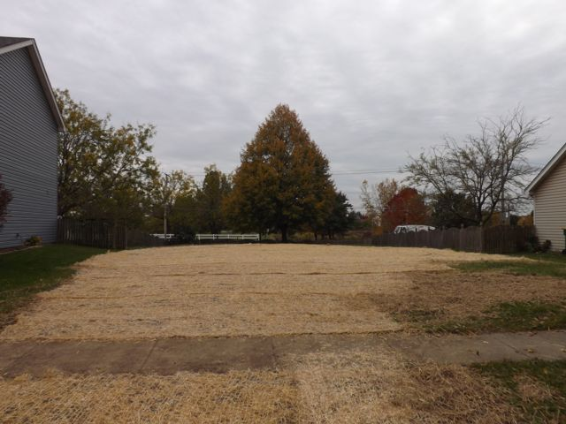 Lot <b>Size:</b> 0.17 Land style home in Plainfield