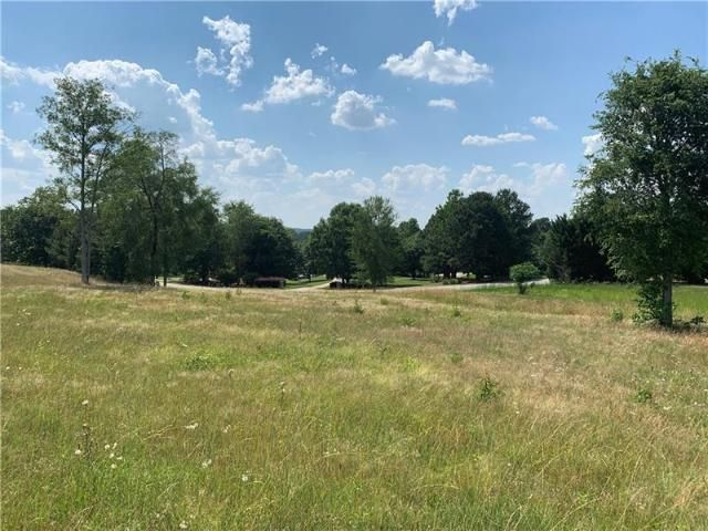 Lot <b>Size:</b> 1.5 Land style home in White Plains