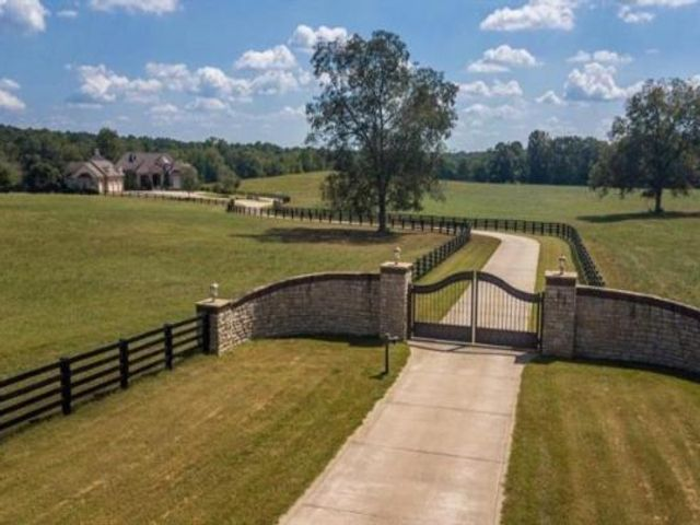 Lot <b>Size:</b> 118.77 Land style home in Jackson