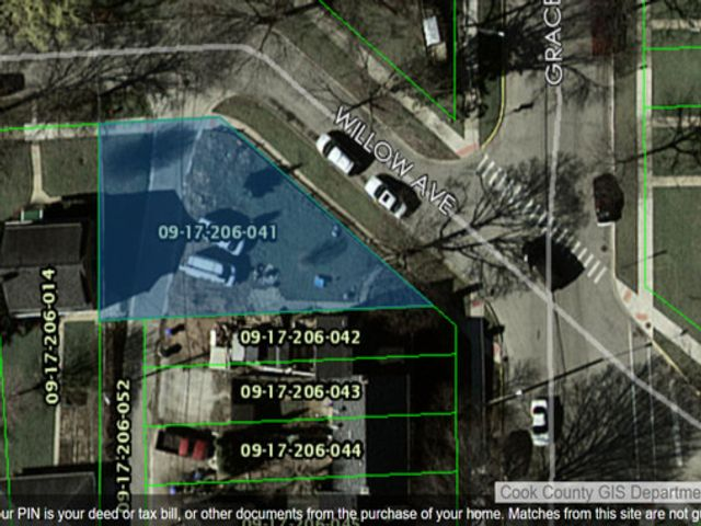 Lot <b>Size:</b> 0.1  Land style home in Des Plaines