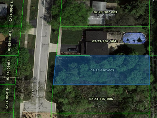 Lot <b>Size:</b> 0.23 Land style home in Palatine
