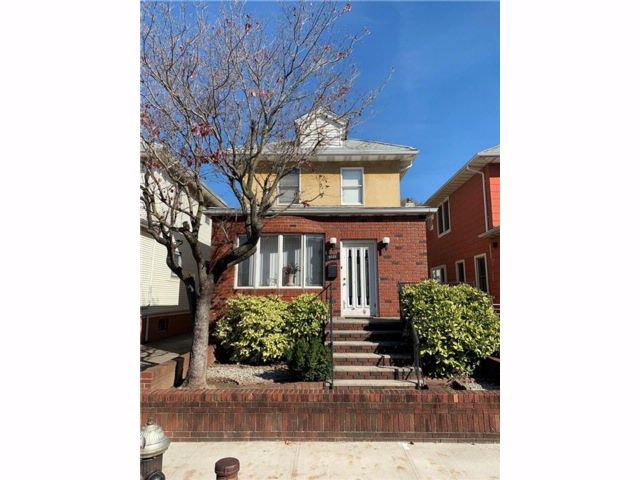 3 BR,  1.50 BTH  Single family style home in Bensonhurst