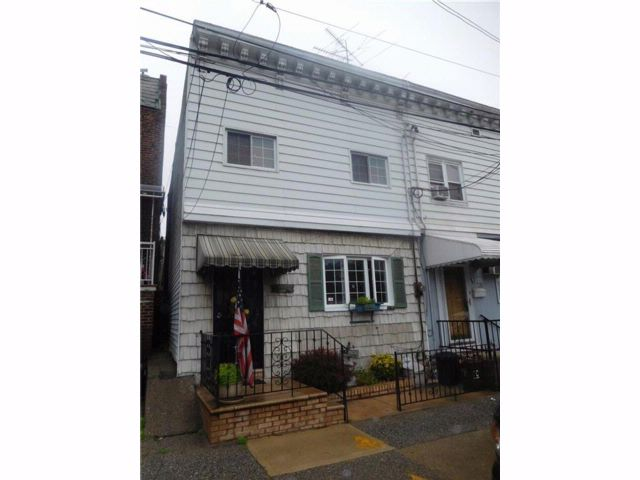 3 BR,  1.00 BTH  Single family style home in Bay Ridge
