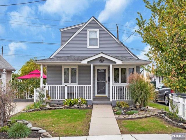 4 BR,  2.00 BTH Cape code style home in Carlstadt