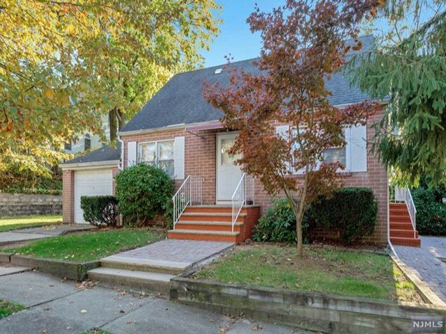 3 BR,  1.00 BTH  Cape code style home in Rutherford