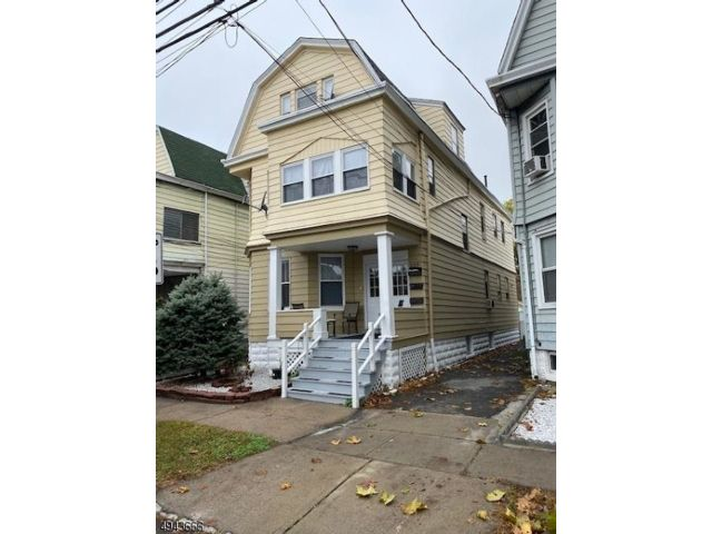 7 BR,  4.00 BTH  Multi-family style home in Bloomfield