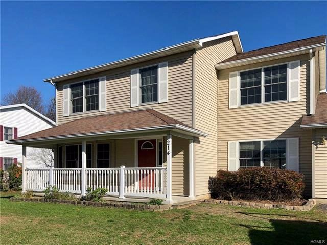 3 BR,  2.50 BTH Colonial style home in Wallkill