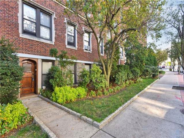 2 BR,  2.00 BTH  Mid rise style home in Bronxville