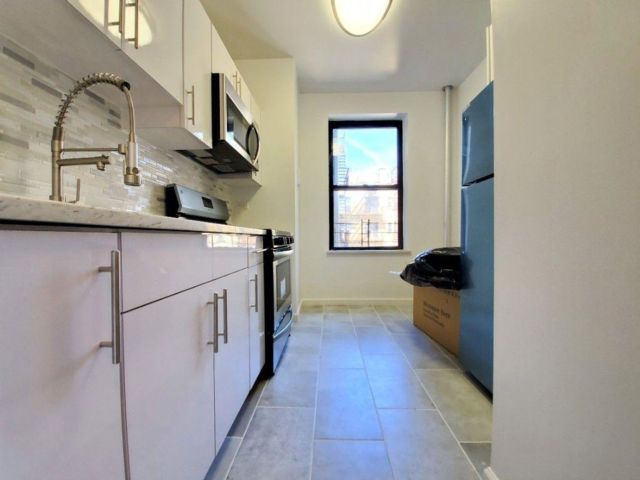 1 BR,  1.00 BTH  style home in Ridgewood