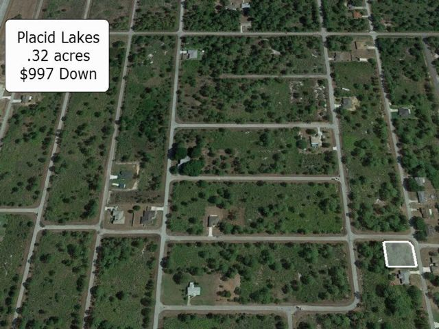 Lot <b>Size:</b> 0.32 Land style home in Lake Placid