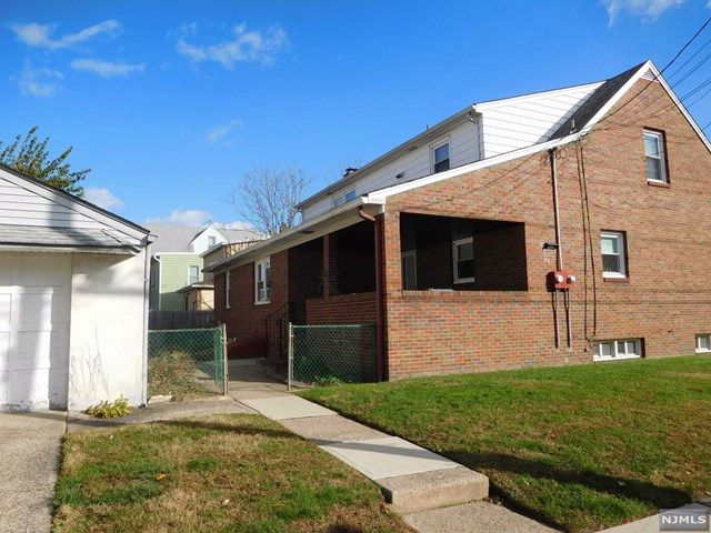 2 BR,  1.00 BTH 2 family style home in Wallington