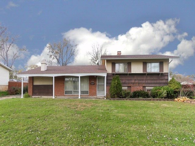 3 BR,  1.50 BTH Tri-level style home in Hoffman Estates