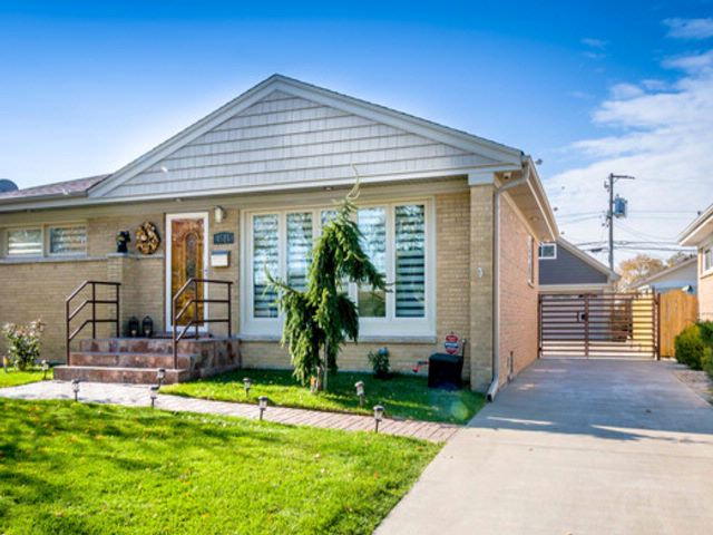 3 BR,  2.00 BTH House style home in Schiller Park