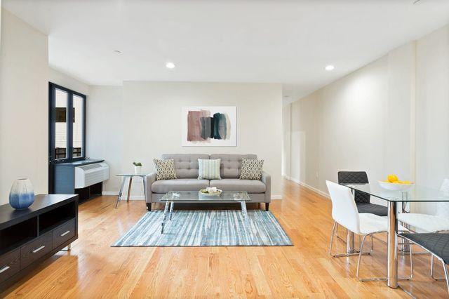 2 BR,  1.00 BTH Condo style home in Astoria