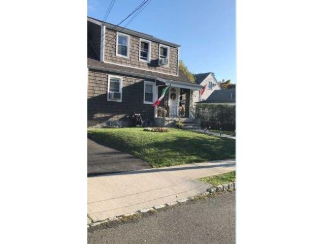 2 BR,  1.00 BTH  Apartment style home in Belleville