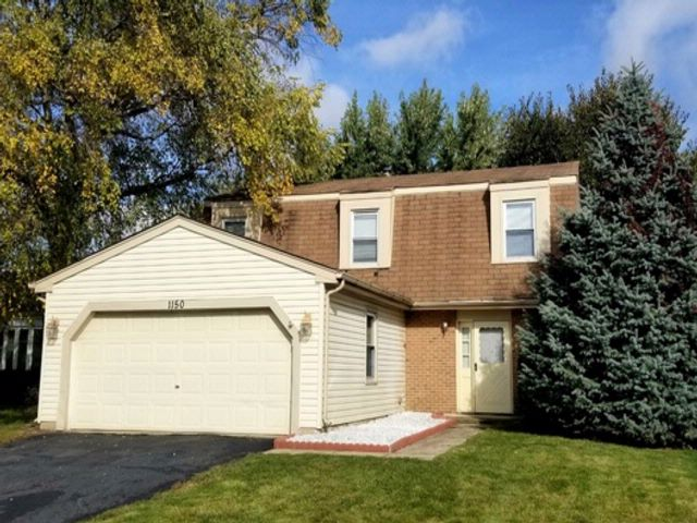 3 BR,  1.50 BTH  House style home in Roselle