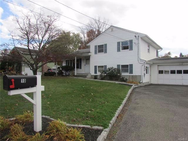 4 BR,  2.00 BTH  Split level style home in New Windsor