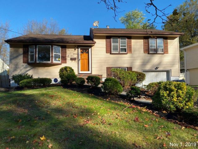 3 BR,  1.50 BTH  Split-level style home in Fanwood