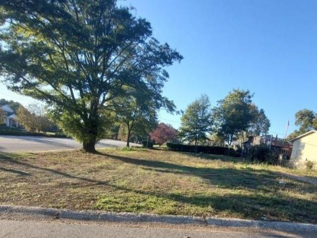 Lot <b>Size:</b> 0.27  Land style home in Lawrenceville