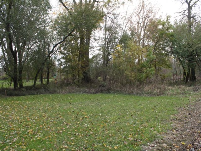 Lot <b>Size:</b> 0.15 Land style home in New Lenox