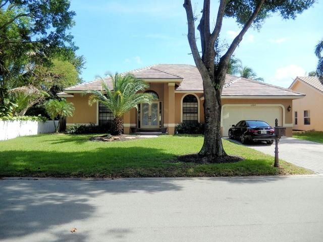 5 BR,  2.50 BTH  style home in Coral Springs