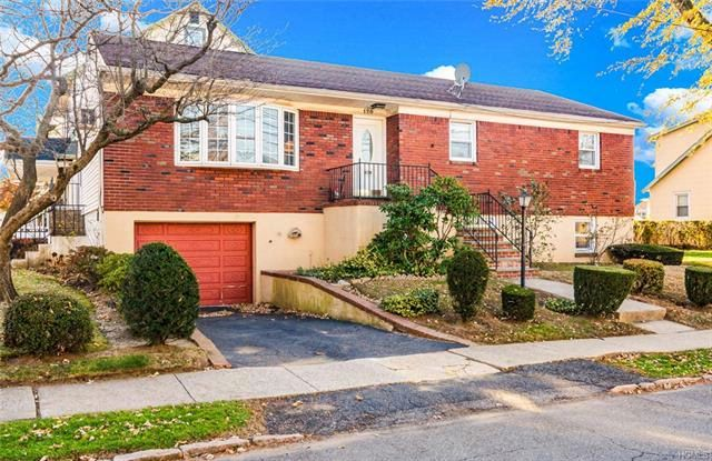 4 BR,  2.50 BTH Ranch style home in Yonkers