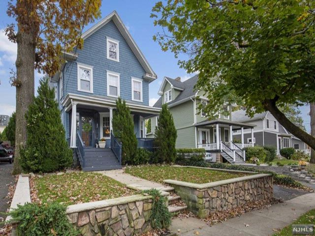4 BR,  2.00 BTH  Colonial style home in Rutherford