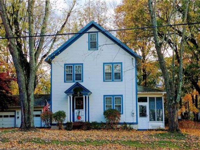 3 BR,  1.50 BTH Two story style home in Modena