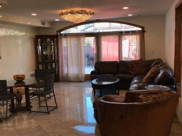 5 BR,  6.00 BTH   style home in Briarwood