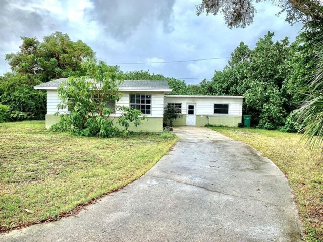 3 BR,  1.00 BTH   style home in Satellite Beach