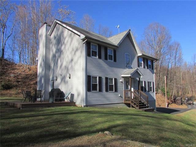 3 BR,  2.50 BTH  Colonial style home in Marlboro
