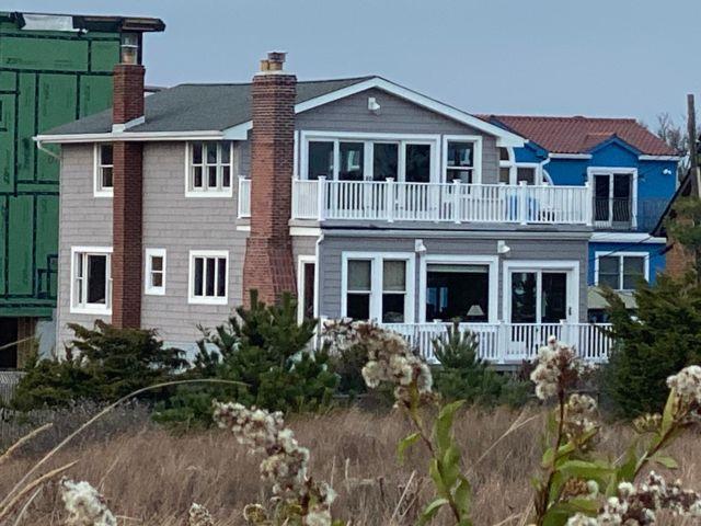 5 BR,  2.50 BTH Triplex style home in Lido Beach