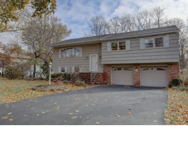 4 BR,  3.00 BTH  Bi-level style home in West Orange