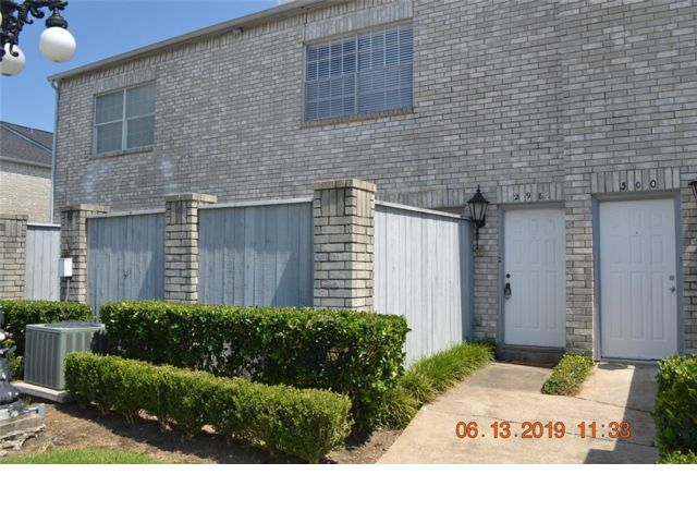 2 BR,  2.50 BTH Townhouse style home in Houston