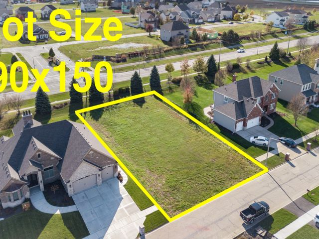Lot <b>Size:</b> 0.31 Land style home in Plainfield