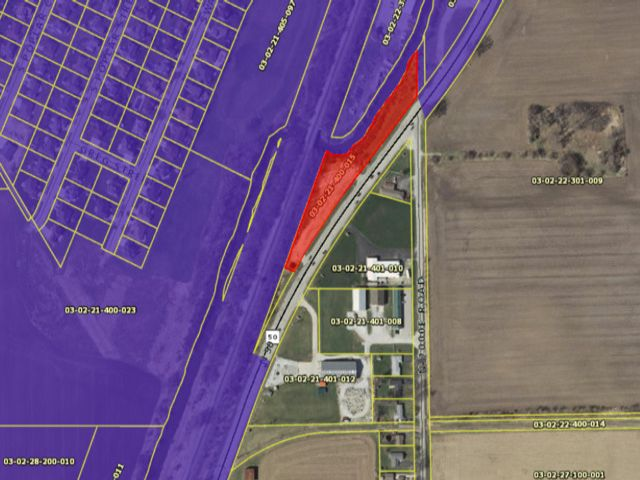 Lot <b>Size:</b> 2.25 Land style home in Manteno