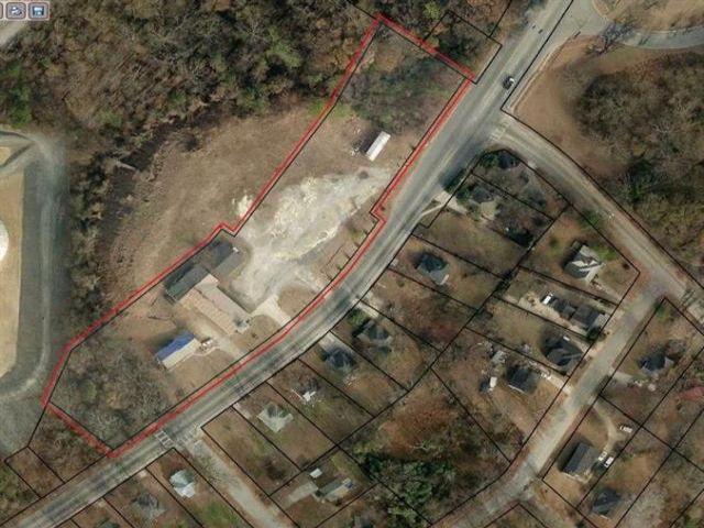 Lot <b>Size:</b> 2.68 Land style home in Atlanta