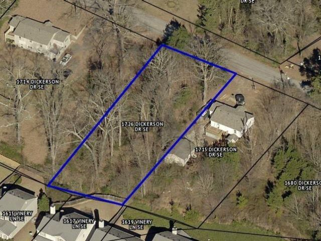 Lot <b>Size:</b> 0.3 Land style home in Mableton