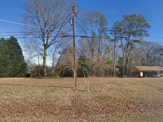 Lot <b>Size:</b> 5.32 Land style home in Conyers