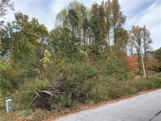 Lot <b>Size:</b> 0.46  Land style home in Lawrenceville