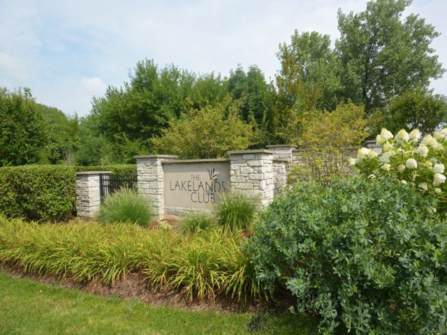 Lot <b>Size:</b> 0.04 Land style home in Plainfield