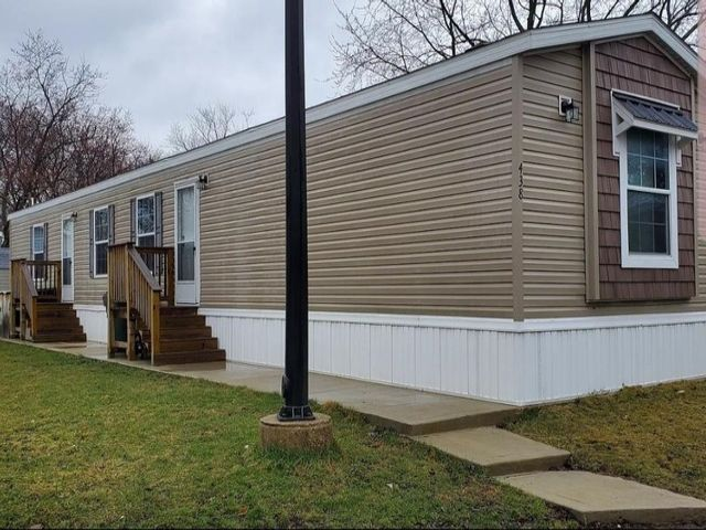 Lot <b>Size:</b> 0 Land style home in Des Plaines