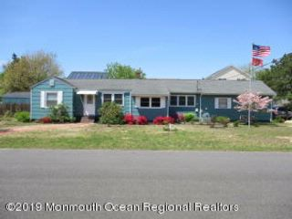 3 BR,  2.00 BTH Expanded ranch style home in Toms River