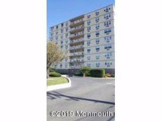 3 BR,  2.50 BTH  End unit style home in Long Branch
