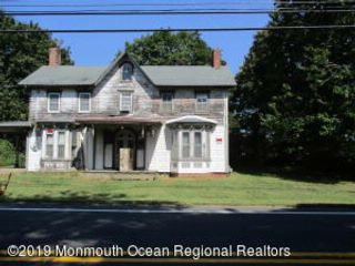 4 BR,  1.00 BTH  Colonial style home in Howell