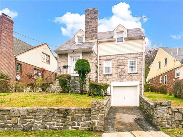2 BR,  1.50 BTH Capecod style home in Yonkers